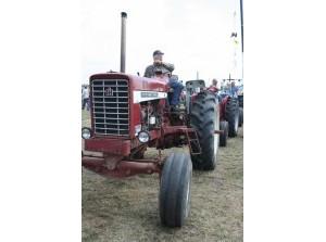 'Rondje Karre'; tocht met oude tractoren om het Grevelingenmeer
