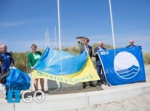 QualityCoast Award en Blauwe vlag vanuit de lucht uitgereikt strand Ouddorp