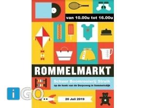 Zeven buurvrouwen Dorpsweg Sommelsdijk houden rommelmarkt