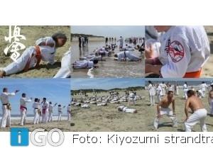 Shihan's Sensei's en Sempai's karateka's houden strandtraining
