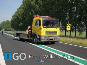 Auto over de kop N59 Oude-Tonge