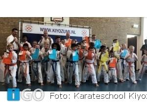 24 leden karateschool gaan op voor volgende graad