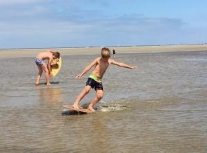 Strandactiviteit: Skimboarden