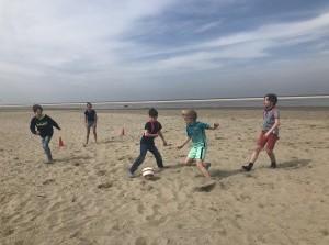 Strandactiviteit: Voetballen op het strand