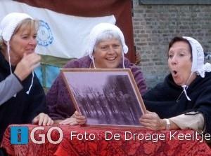 Toneelstuk 'Vrouwen met haar op de tanden' op Marktveld Sommelsdijk