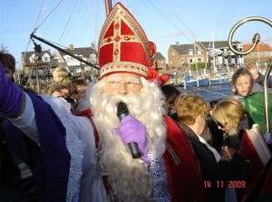 Burgermeester Grootenboer-Dubbelman onthaalt Sinterklaas in Ouddorp