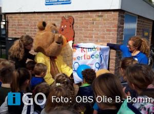 Kinderzwerfboekstation geopend op OBS Olie B. Bommel
