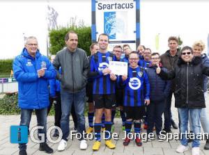 Uitreiking cheque De Jonge Spartaan aan Thomashuis Middelharnis