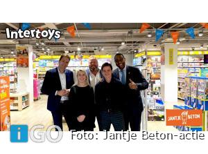 Donatie-actie Jantje Beton bij speelgoedwinkel Middelharnis