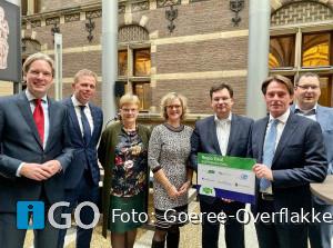 Burgemeester Goeree-Overflakkee biedt Regio Deal Z-H Delta aan in Den Haag