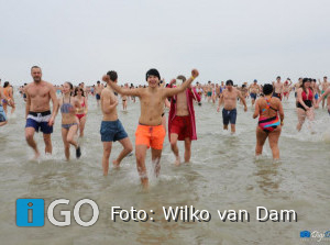Foto's en video 38e Ouddorpse Nieuwjaarsduik