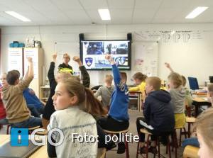 Politie verzorgde gastles op basisschool Ooltgensplaat