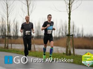 Atleten AV Flakkee trotseren regen in wind in Lansingerlandrun
