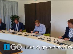 Schoolbesturen en gemeente Goeree-Overflakkeeondertekenen samenwerking