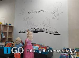 Wethouder Goeree-Overflakkee opent pop-up bibliotheek Oude-Tonge