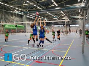 Volleybal; VC Intermezzo dames 1 - oefen toernooi in Utrecht