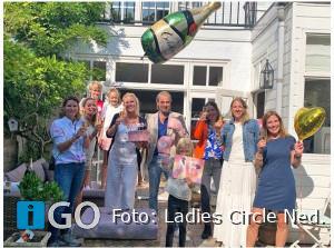 Ladies' Circle overhandigt cheque aan St. Neurofibromatose