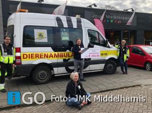 JMK Middelharnis schenkt 250 euro aan Dierenambulance