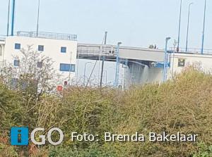 Mast zeilboot tussen brug N57 Haven Stellendam