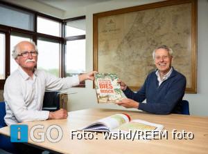 Eerste exemplaar Historische Atlas van de Biesbosch
