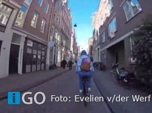 Video Evelien: borsten kwijt, baan kwijt, maar wel een fiets én een missie!