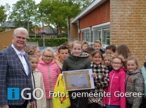 Femke Nelis (Ouddorp) winnaar ontwerpwedstrijd 'Verkeersbord'