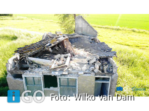 Huisje ingestort aan Oud Kraaijerdijk te Sommelsdijk