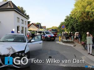 Ongeval Molendijk Herkingen: auto ramt paaltjes