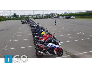 Motorrijders Goeree-Overflakkee nemen waardig afscheid motoragent Arno