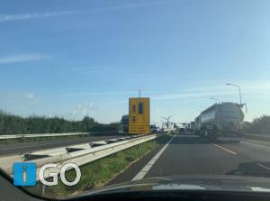 Op rijstroken Haringvlietbrug  A29 kan niet naast elkaar gereden worden