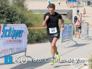 Christiaan van Beusichem zegeviert in warme 36e Strandloop