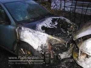 Auto en bestelbus gaan in vlammen op