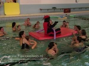 Zwarte Piet bij babyzwemmen
