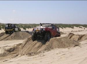 Spectaculair terreinauto 4x4-evenement strand Ouddorp