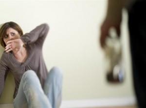 Geweld thuis tijdens avondklok? Bel bij direct gevaar 112 of verlaat je huis