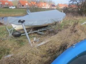 Verwijderen spookbootjes en oude trailers Havenkanaal Goedereede