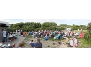 Gezamenlijke strand-kerkdienst 'Baken van Licht' bij Ouddorpse strand