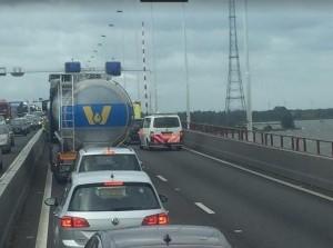 Aluminium plaat Haringvlietbrug A29 losgeraakt