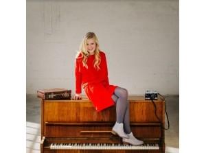 Flakkees Kerstconcert met 2-cd presentaties van soliste Elise Hout en Nienke de Deugd