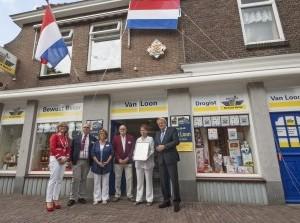 Drogisterij Van Loon uit Oude-Tongeontvangt predicaat Hofleverancier