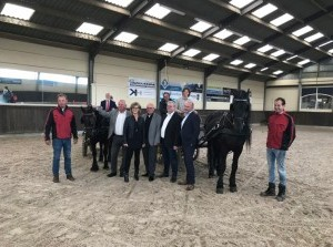 Collegeleden brengen bezoek aan paardensportcentrum