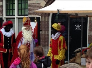 Aankomst Sint en Pieten in de Ouddorpse haven en centrum