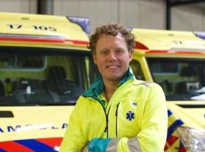 Ambulanceverpleegkundige Geert-Jan zoekt nieuwe collega's