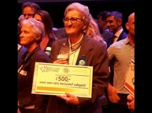 Ammy van der Weide-van Wezel ontving VriendenLoterij Passieprijs