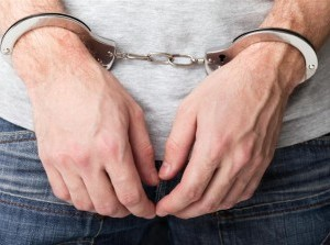 Man in vakantiewoning Ouddorp aangehouden voor wapenbezit en drugs