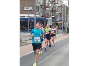 Zonnig lenteweer zorgt voor slijtageslag in marathon Rotterdam