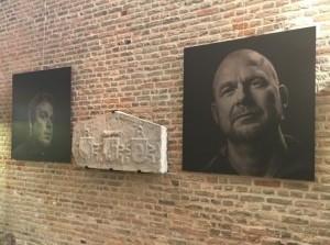 Welkom bij foto-expositieoorringen (van vissers) in Torenmuseum