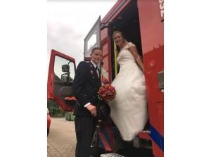 Colinda trouwt met haar brandweerman Leonard van der Sluijs