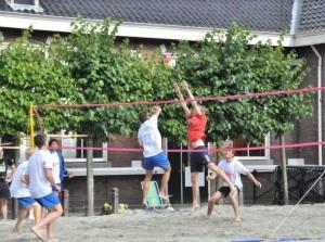Beachvolleybaltoernooi en clinic op Diekhuusplein Middelharnis