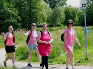 Voor het eerst Vrouwen lopen voor Vrouwen tocht in Ouddorp